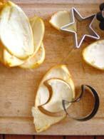 Découpez des formes dans l'écorce des oranges