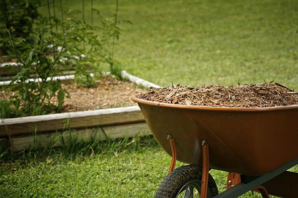 Fertiliser c'est apporter de l'engrais à la terre