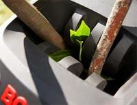 Un entonnoir profilé pour entrainer les déchets - Photo Bosch