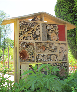Un hôtel à insectes pour abriter tous les insectes utiles au jardin