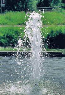 Réglez le jet d'eau à la hauteur désirée