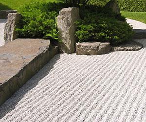 3 cl s pour composer un petit jardin japonais gamm vert. Black Bedroom Furniture Sets. Home Design Ideas