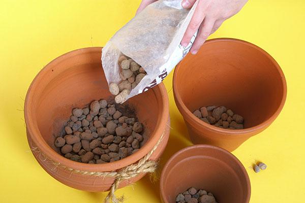 Ajouter une couche de drainage au fond de vos pots