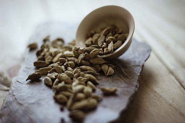 Les graines des plantes aromatiques sont utilisées comme épices par exemple