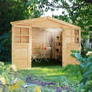 Abri de jardin en bois Soleil 9,42 m² Ep. 28 mm toit polycarbonate transparent. PLANTES ET JARDIN – Jardinerie en ligne