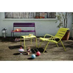 Salon de jardin bas Monceau : Table basse Verveine + 2 Fauteuils Verveine + Banc Aubergine – Fermob