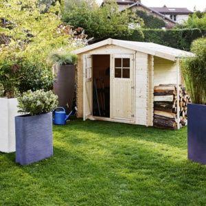 Abri de jardin en bois massif avec bûcher 7,26 m² épaisseur 28 mm Flodeline Plantes et Jardins – Jardinerie en ligne