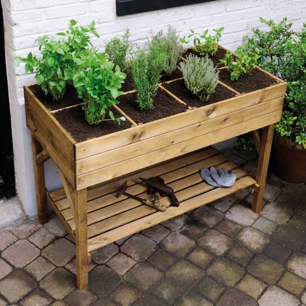 Carr potager sur lev bois trait gariguette plantes et - Carre de jardin en hauteur ...