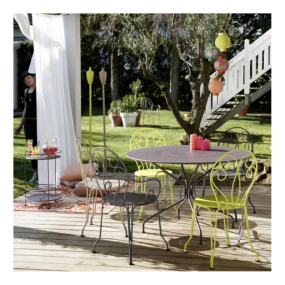 table de jardin fermob montmartre acier 117 h74 cm prune. Black Bedroom Furniture Sets. Home Design Ideas