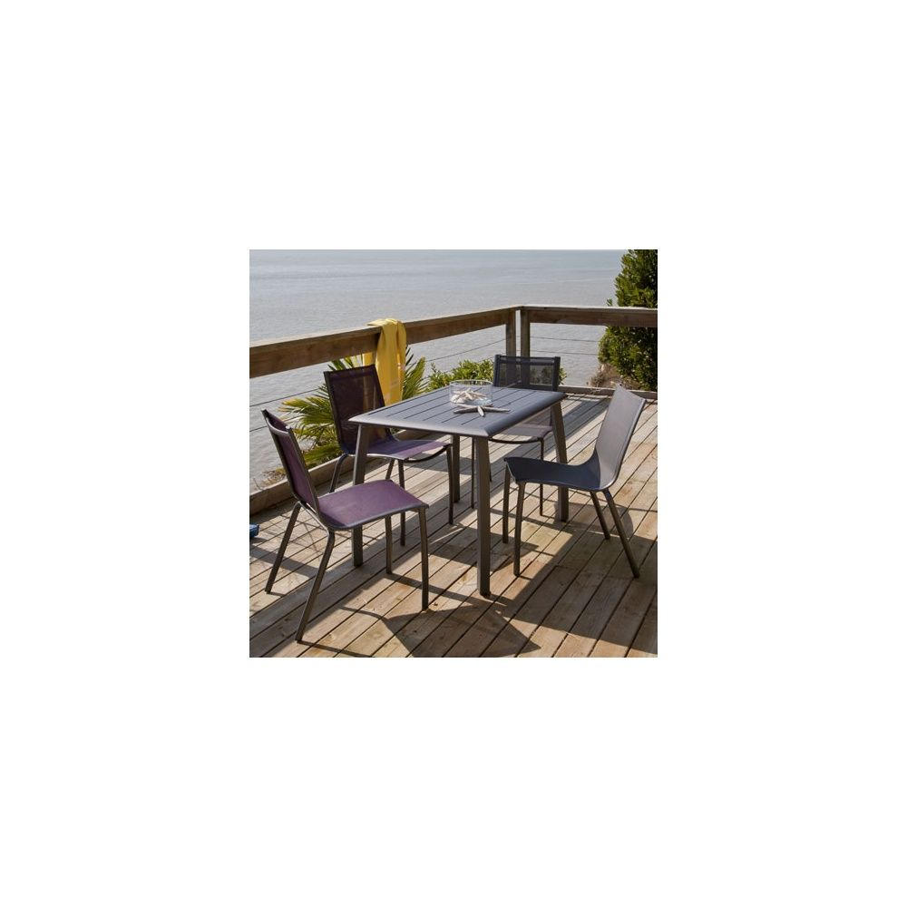 salon de jardin table azuro 110 cm gris anthracite 2 chaises gris aubergine 2 chaises gris. Black Bedroom Furniture Sets. Home Design Ideas