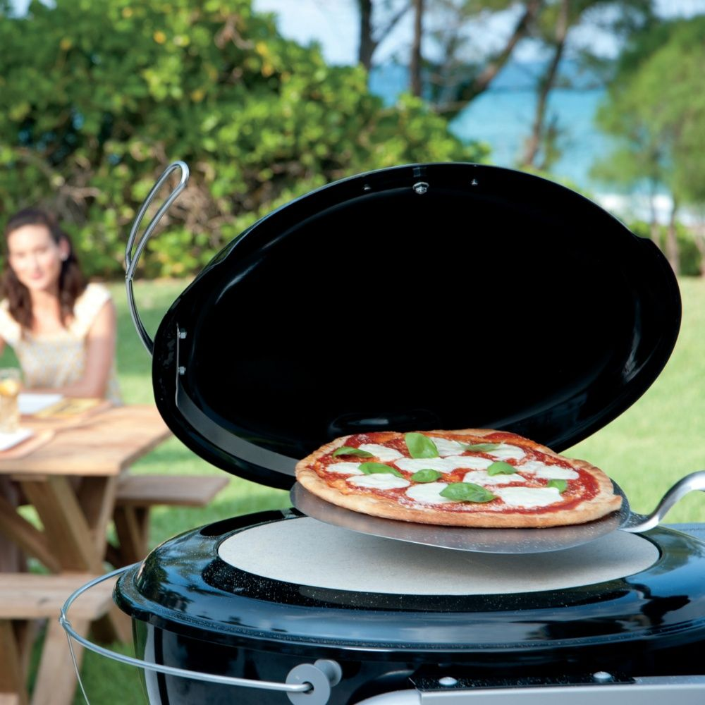 four pizza weber pour barbecue 57 cm plantes et jardins. Black Bedroom Furniture Sets. Home Design Ideas