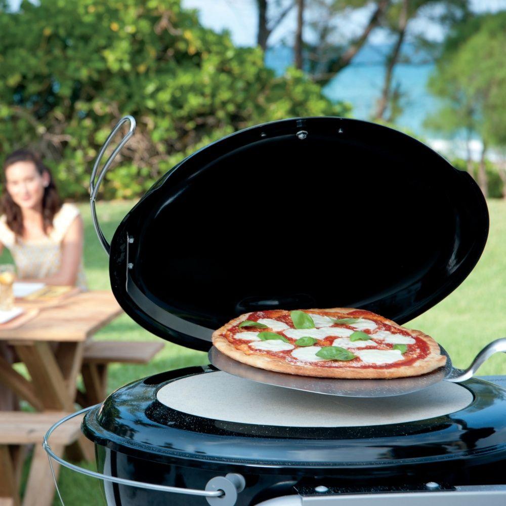 four pizza weber pour barbecue 57 cm plantes et jardins. Black Bedroom Furniture Sets. Home Design Ideas